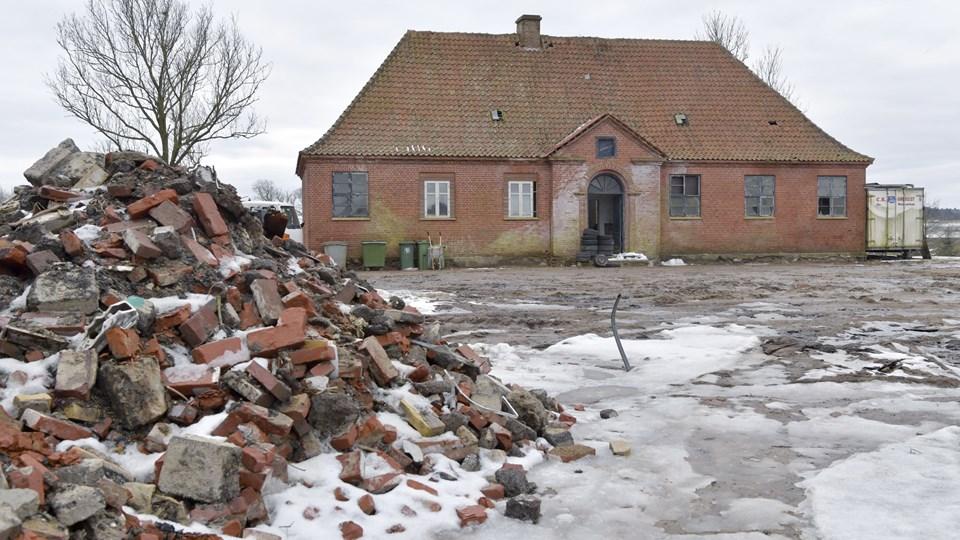 Karmisholt Skole på Brøndenvej lukkede i 1962 og har senest været brugt som stald for får og heste. Foto: Bente Poder