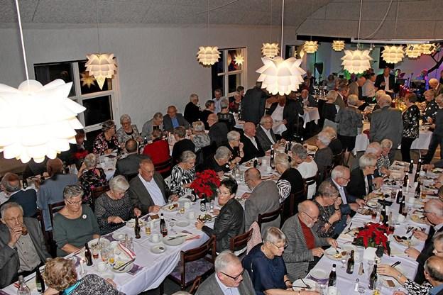 140 deltog i julefrokosten. Foto: Hans B. Henriksen Hans B. Henriksen