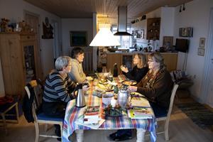 Læseheste mødes om litteraturen: - Læseoplevelsen bliver bedre i fællesskab