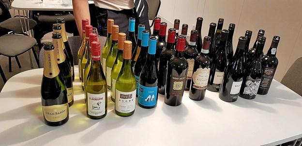 Hele ni vine og en champagne kunne man smage på, da Daglig Brugsen i bød til vinsmagning på Overlade Friskole. Foto: privatfoto