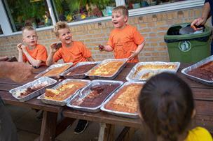 Børn passes af vikarer: Nu vil kommune sikre flere fastansatte i børnehaver