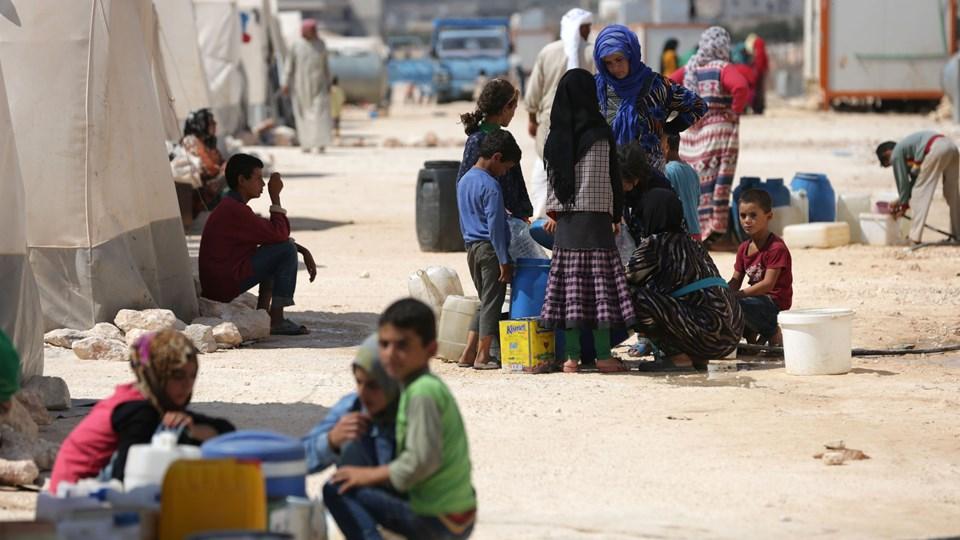 Internt fordrevne i Idlib har søgt beskyttelse i lejren Kafr Lusin i den nordlige del af provinsen på grænsen til Tyrkiet. I sidste uge indledte Syrien hær støttet af russiske og iranske styrker et angreb på provinsen og tilstødende områder. Foto: Aref Tammawi/Ritzau Scanpix