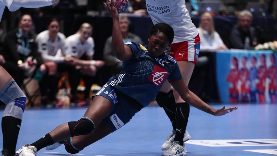 En stor fransk føring smuldrede i slutfasen, men de danske håndboldkvinder tabte alligevel til Frankrig i første kamp i Møbelringen Cup, som er sidste test inden EM.