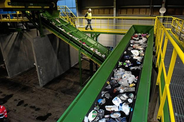 Borgerne sorterer affaldet derhjemme, og på Reno Nord bliver det yderligere sorteret.Pressefoto