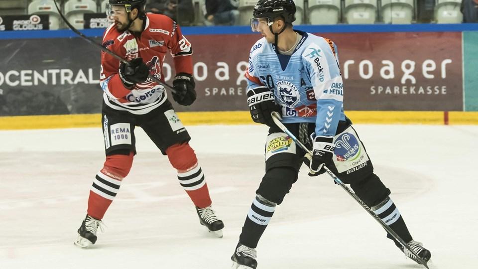 30-årige Steffen Frank (i blåt) tager endnu en tørn for Sønderjyskes ishockeyherrer.