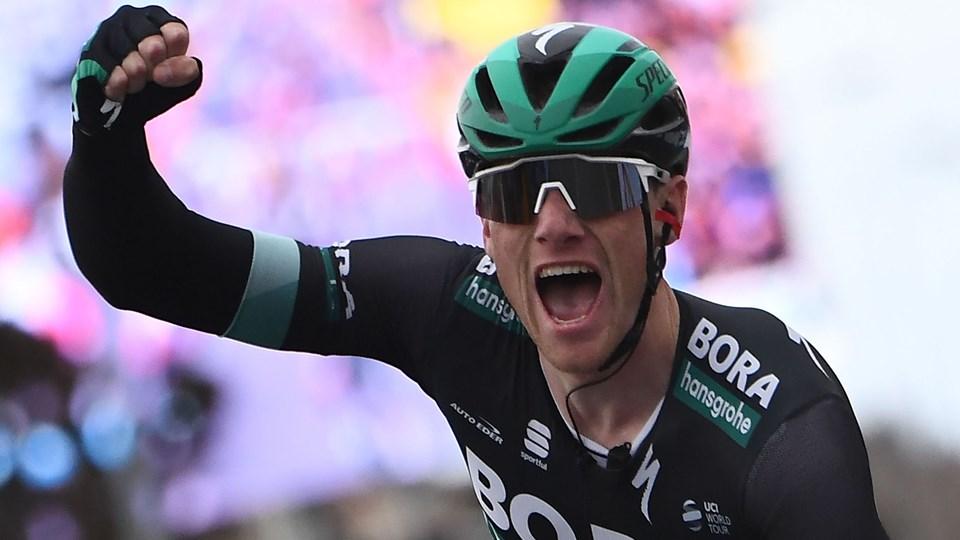 Sam Bennett har jublet to gange ind over målstregen i Paris-Nice. Her er det 3. etape, han ses vinde.