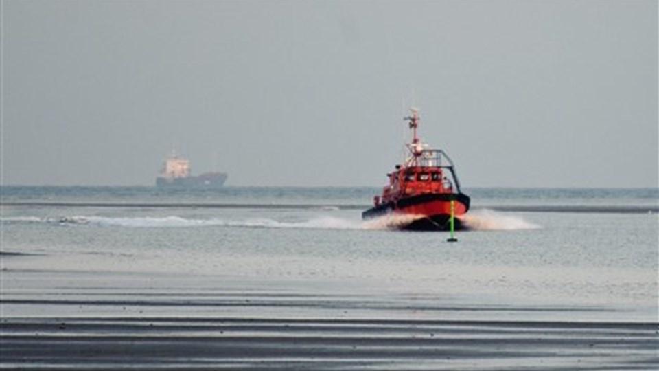 Saltskibet Frank W er nu trukket fri i Mariager Fjord. Foto: Claus Søndberg.
