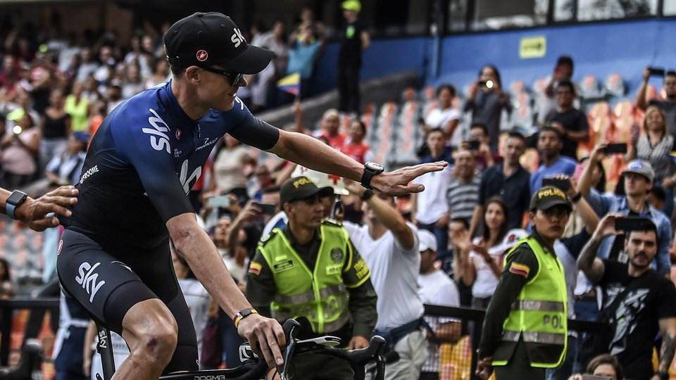 Chris Froome fik en flot modtagelse på stadion i Medellin, hvor rytterne blev præsenteret.
