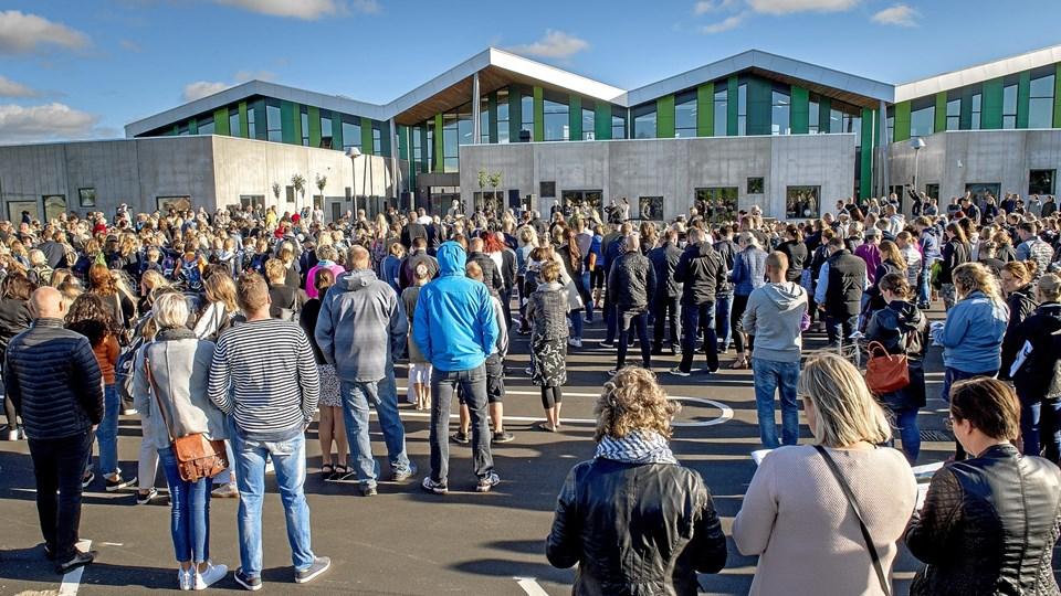 Det er ikke mange år siden der blev åbnet en ny og større skole i Aabybro - og snart sker det samme også i Jetsmark-området. Måske kan der være endnu færre og større skoler på vej i Jammerbugt Kommune - i hvert fald peger en BDO-rapport på et betydeligt sparepotentiale ved at lave færre og større skoler. Borgmester Mogens Chr. Gade (V) afviser dog umiddelbart, at det kan komme til at ske. Arkivfoto: Lars Pauli