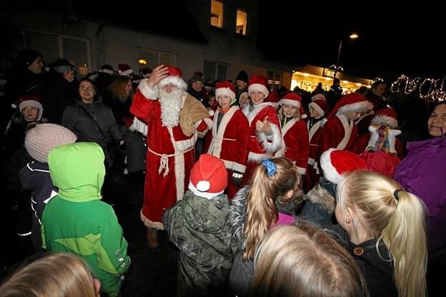Julemanden kommer med sine nisser til Dronninglund på fredag for at tænde byens store juletræ. Foto: Jørgen Ingvardsen