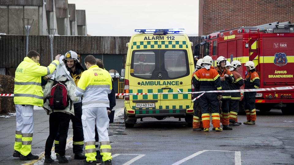 Politi og brandfolk i arbejde ved Langkær Gymnasium og HF i Tilst ved Aarhus, der onsdag den 6. februar blev evakueret på pga et muligt gasudslip.(Foto: Bo Amstrup/Scanpix