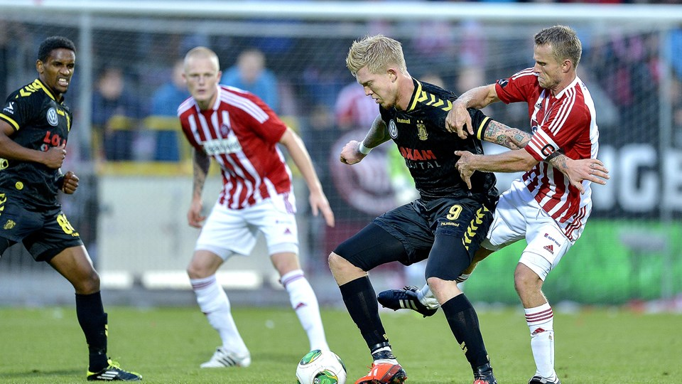 Simon Makienok - her mellem to AaB'ere - bliver i Brøndby. Foto Lars Pauli