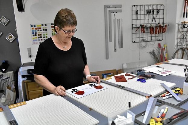 Værkstedet bruges stadig til glaskurser. Men engang var det 40 kursister i ugen. I dag foretrækker Anna Grethe langt færre kursister. Faktisk er de fleste af dem der kommer gengangere. Foto: Ole Iversen