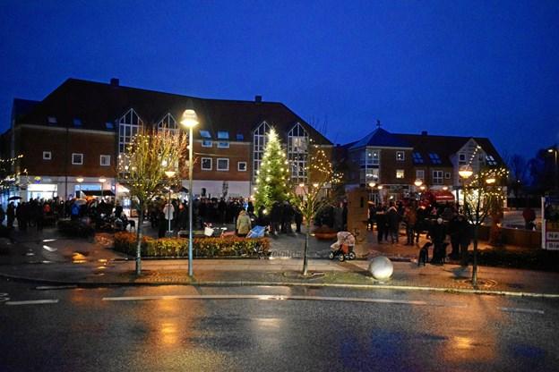 Juletræet på torvet i Aabybro blev tændt.