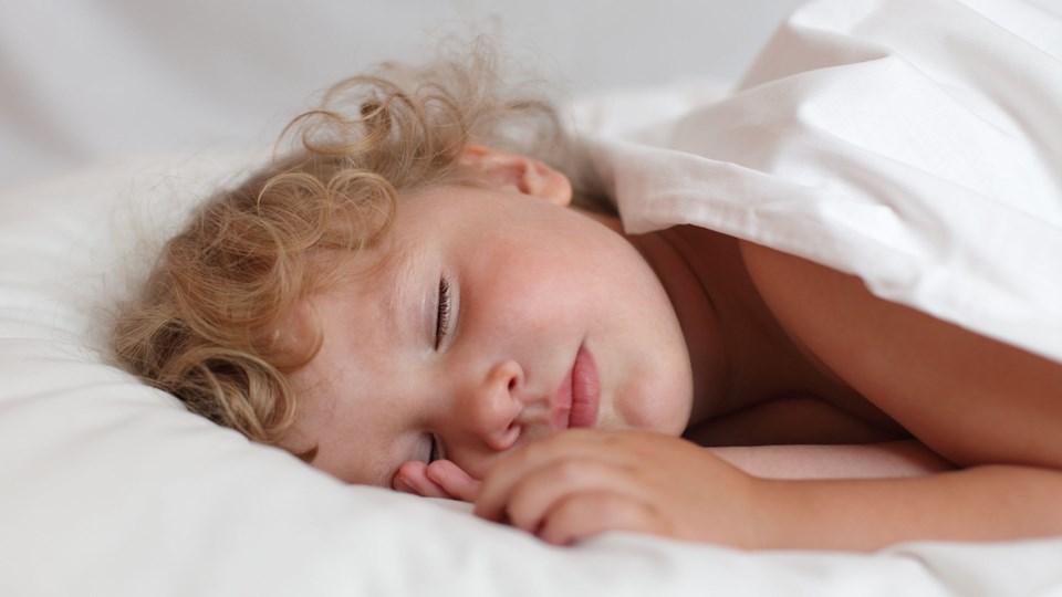Når man hvisker, tvinges barnet til at koncentrere sig for at lytte efter, siger børnepsykolog og hypnoterapeut Jannie Kildested. Foto: Free
