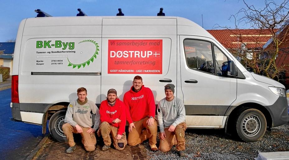 Nu hjælper to konkurrerende tømrere i Døstrup hinanden