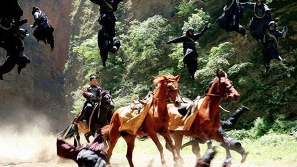 Der er flyvende krigere og imponerende tempo i ¿Den forbudte by¿.