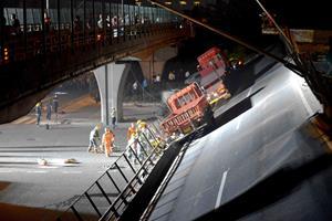Bro i Kina styrtede sammen over motorvej