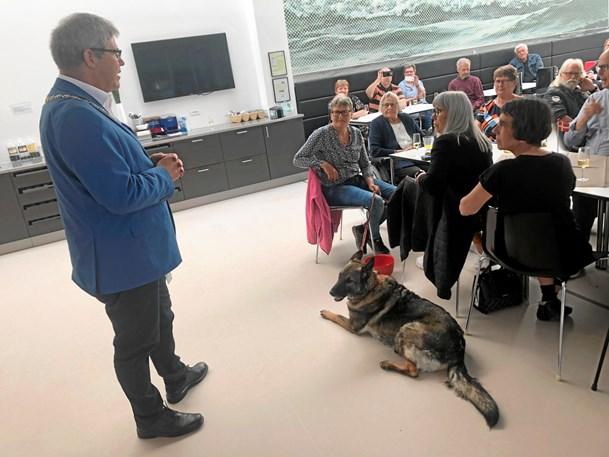 VM-hyldest på rådhuset: Borgmester afgav et ben ...