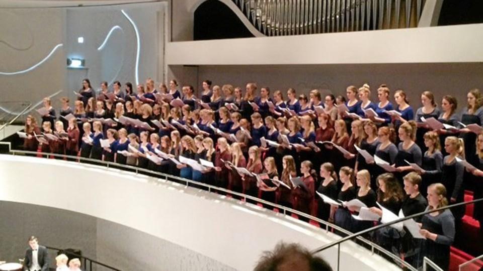 Kor fra Sangskolen Morsø sang sammen med Nordjysk Pigekor ved indvielsen af Musikkens Hus i Ålborg for nylig. I morgen aften kan man høre koret synge sammen med Musikskolens kor fra Dueholmskolen og M.C. Holms Skole ved forårskoncerten i Musikværket. Privatfoto