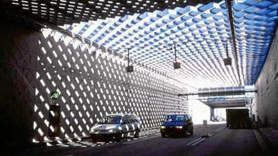 Regeringen vil indføre grænsekontrol for blandt andre busser og biler, som kører fra Bornholm via Sverige over bro og tunnel over Øresund. Her ses limfjordstunnelen. (Foto: Vejdirektoratet)