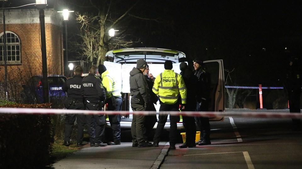 Tirsdag jagter politiet to mænd efter skyderi ved Slagelse Hospital.