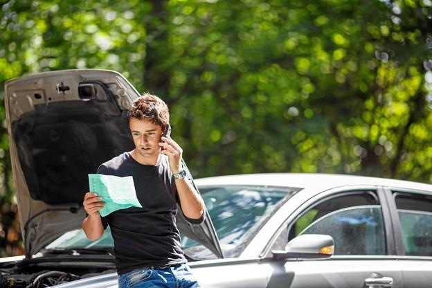 DÆKKER/DÆKKER IKKE? Ingen har lyst til at blive præsenteret for erstatningskrav, hvis udlejningsbilen bliver skadet. Men pas på med at sige ja til for mange forsikringer, lyder rådet fra GF Forsikring i Nordjylland.PR-Foto