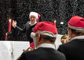 Orkester spreder julestemning