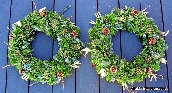 Flet en julekrans af stedsegrønt