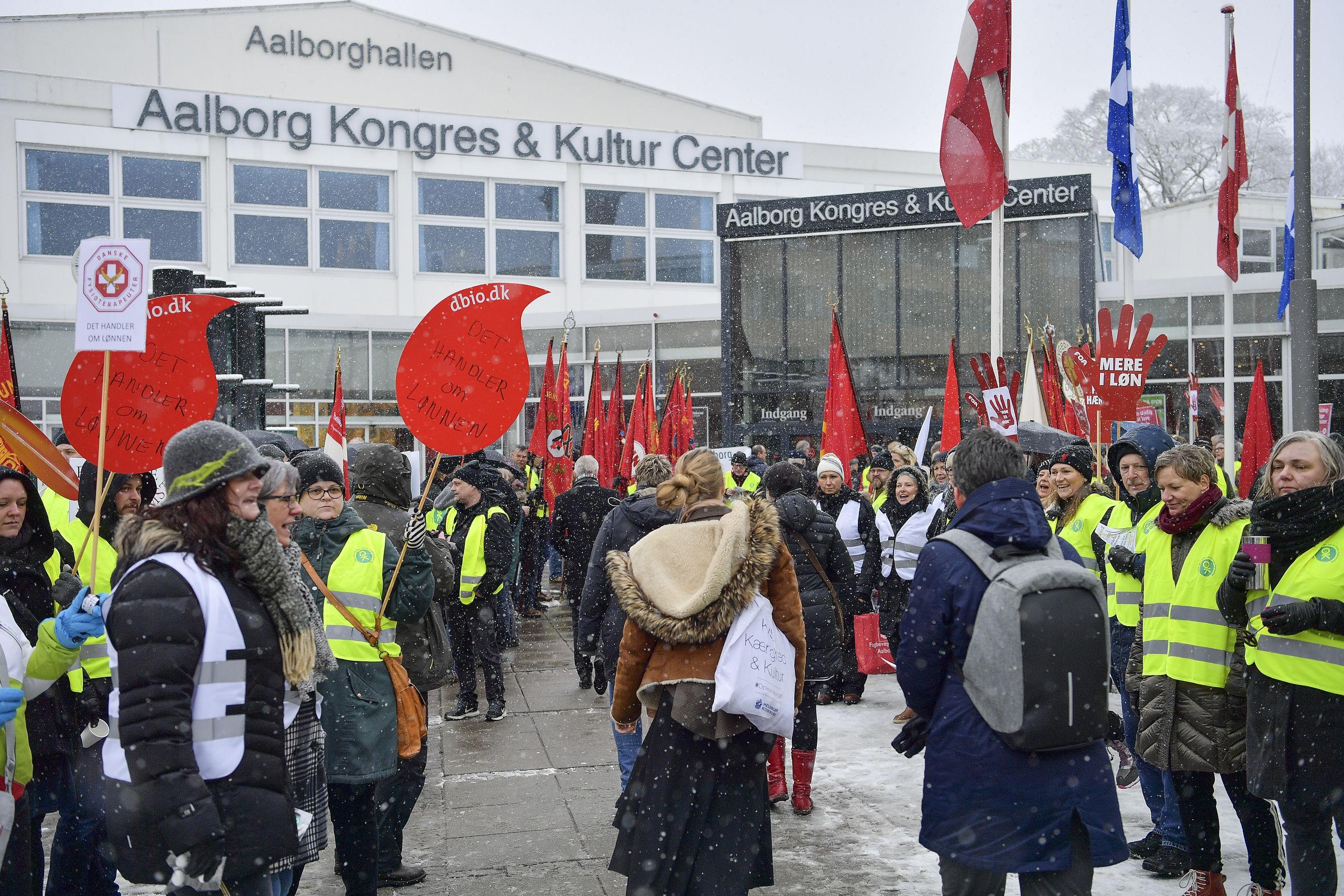 Fagforeninger demonstrerer for velfærd