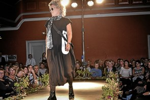 Modeshow og Cafe-Q på kvindernes dag