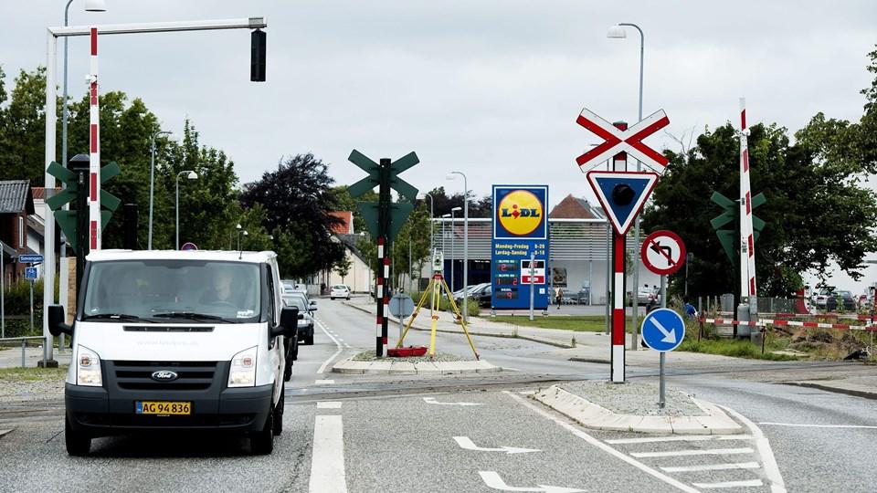 Togvognen trillede igennem overskæringen på Thistedvej, uden at signalanlægget gik i gang. Arkivfoto: Henrik Bo
