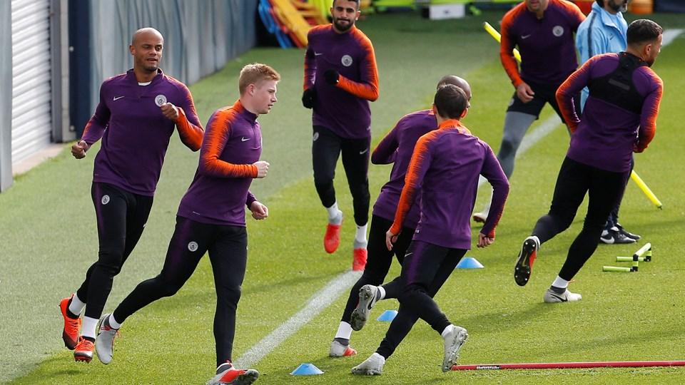 Kevin De Bruyne (nummer to fra venstre) deltog i mandagens Manchester City-træning. Foto: Craig Brough/Reuters