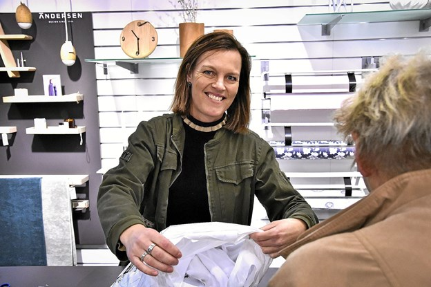 Pia Oddershede Thomsen gik fra dametøj til boligtekstil og design - det har hun aldrig fortrudt. Nu kan hun fejre 25 års jubilæum hos HL. Foto: Ole Iversen