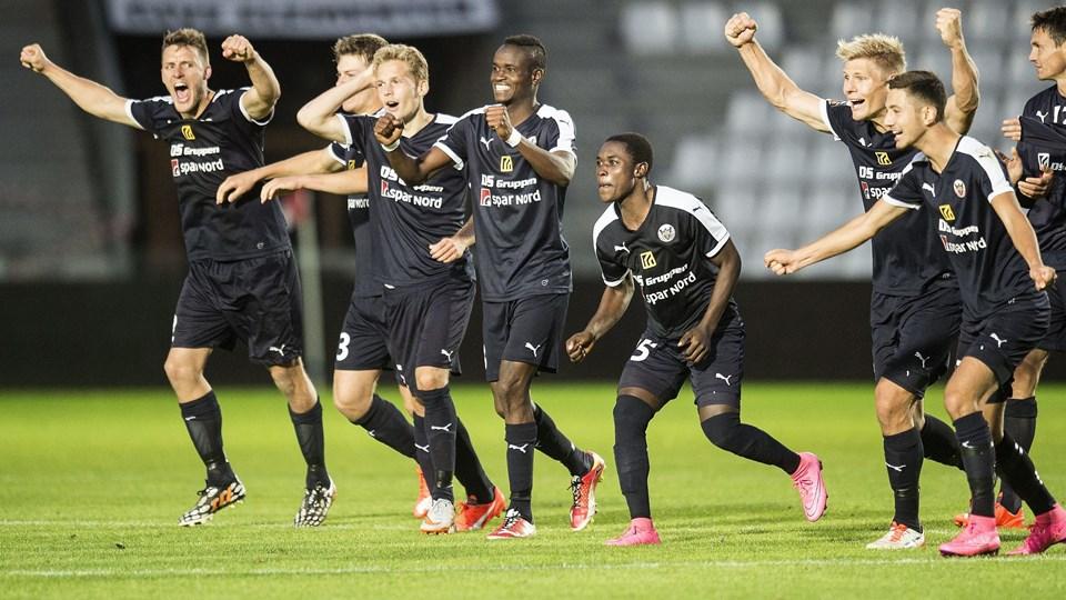 Pokalfodbold Vejle Stadion - VB - Hobro Jubel efter sejren i straffespark - Hobro.