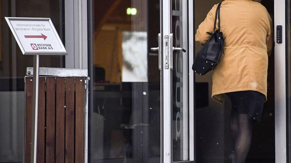 Torsdag aften fik omkring 100 aktionærer i den nu krakkede Østjydsk Bank lejlighed til at stille spørgsmål til sidste uges konkursbegæring. Foto Claus Søndberg