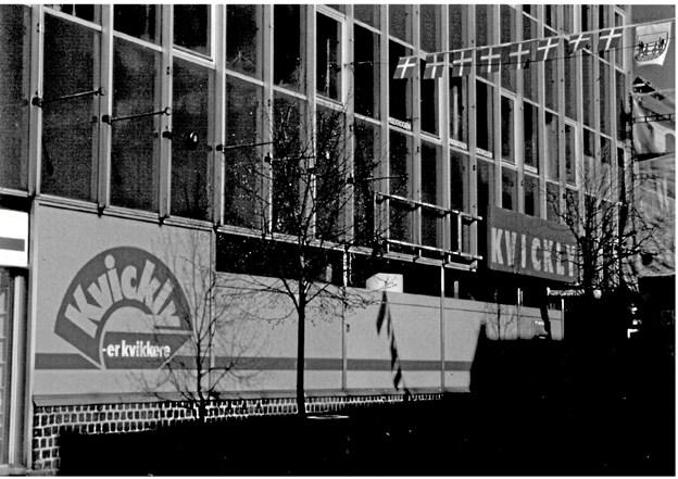 Den første udgave af Kvickly Hobro åbnede i 1972. Den lå i Adelgade 39, hvor i dag Føtex holder til.