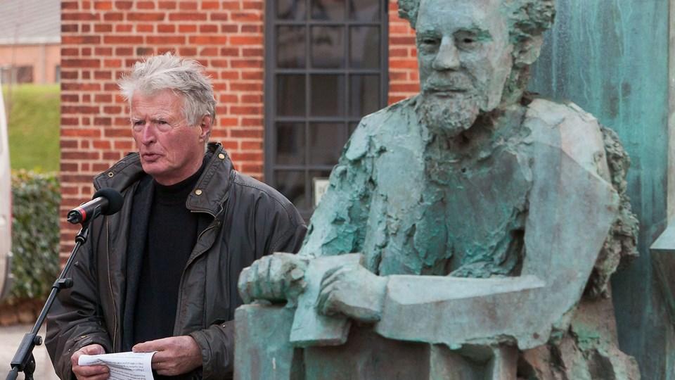 Ø. Jølby får nu sin egen buste af Frode Jakobsen. Den er ligesom busten her på Støberitorvet udført af kunstneren Hein Heinsen. Busten i Ø. Jølby bliver afsløret fredag klokken 13.15. Arkivfoto: Poul Erik Bilstrup.