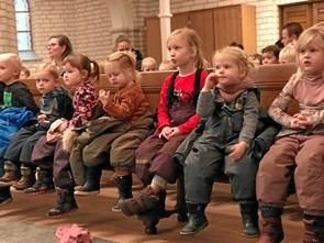 Jul i kirken for de små