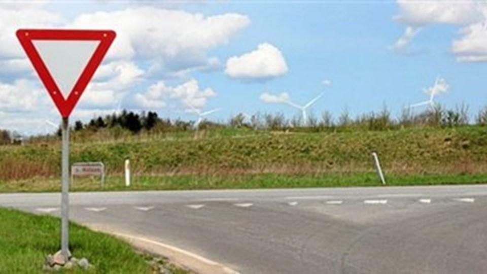 Konsulentfirmaet Cowi har i forbindelse med VVM-redegørelsen lavet denne visualisering af udsigten fra krydset Fristrupvej/Skivevej, som den tager sig ud efter opstilling af fem vindmøller halvanden kilometer væk.
