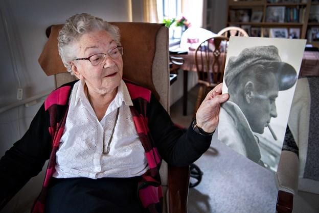 """Fiskerkonen Inge på 92 klarer sig selv: Skrev sange og digte om ægtemanden på """"hawet"""""""