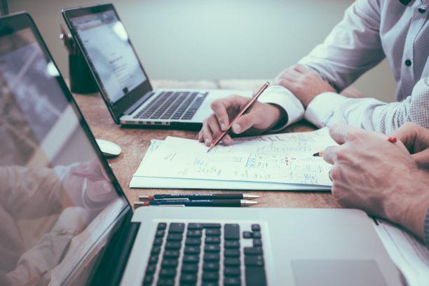 Populariteten af online lån gør låneres vilkår bedre