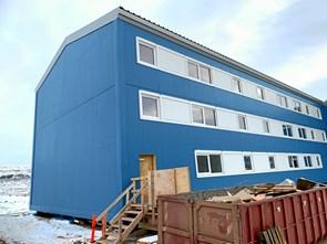 Byggebranchen mangler folk i Grønland: Lokale lærlinge på eventyr