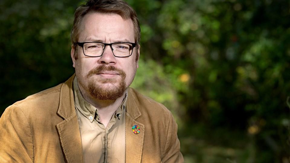 Jesper Johansen er tillidsrepræsentant for dagtilbudslederne i Rebild Kommune, og han er alvorligt bekymret for det stigende sygefravær hos pædagogerne. Foto: Torben Hansen