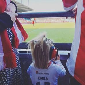 Skal dine børn i rødt og hvidt? Nu får AaB support i børnehøjde