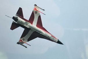 Forsvaret fejrer sankthans: Her flyver Dannebrog i flyform over Nordjylland