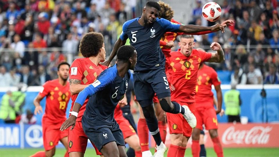 Den franske forsvarsspiller Samuel Umtiti scorede semifinalens eneste mål, da Frankrig vinder 1-0 over Belgien og spiller sig i VM-finalen i Rusland. Foto: Christophe Simon/Ritzau Scanpix