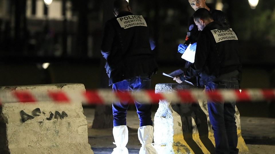 Fire personer er i kritisk tilstand efter et knivangreb i Paris sent søndag aften. En - formentlig - afghansk mand er anholdt. Foto: Gonzalo Fuentes/Reuters