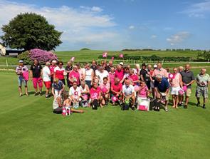 Golf til fordel for kræftsagen: 30.000 kroner indsamlet