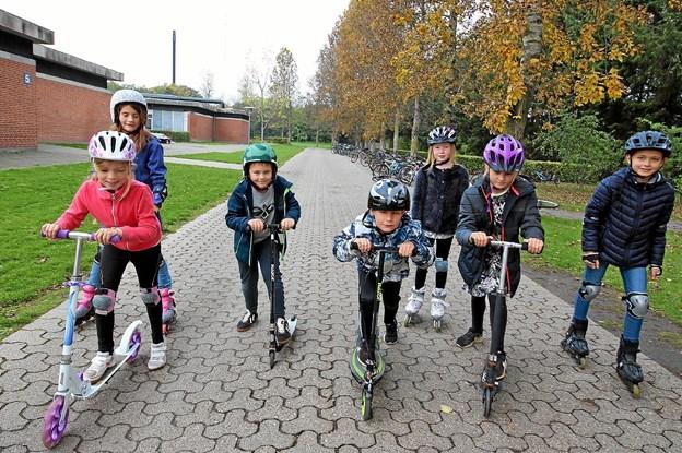 Der var masser af bevægelse og motion på programmet. Her er det en flok elever på løbehjul. Foto: Jørgen Ingvardsen